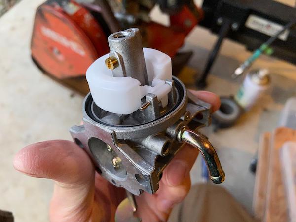 転圧機のキャブレターを交換